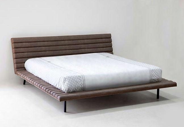 BED AND ROOM | Aconchegante e com design característico, o modelo Ímola é destaque no dormitório. A estrutura de pés finos também harmoniza na composição