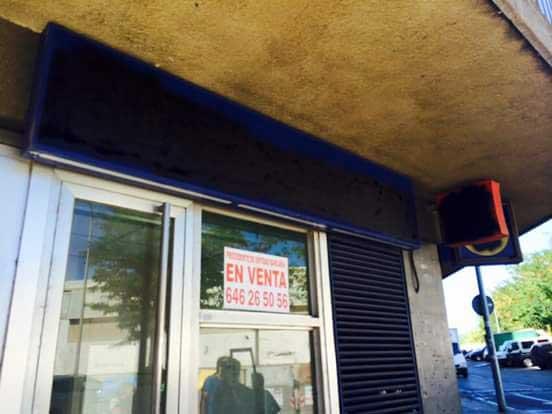 El último cartel de Caixa Laeitana desapareció. Fuente:Federació d'Associacions Veïnals de Mataró