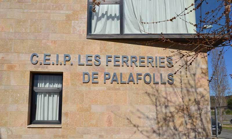 Fachada de la Escola les Ferreries