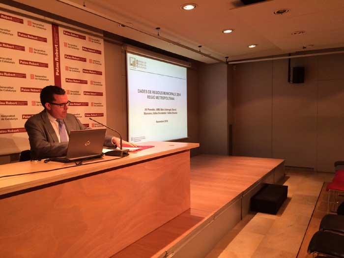 El director de l'Agència de Residus de Catalunya (ARC), Josep Maria Tost, presentando los datos