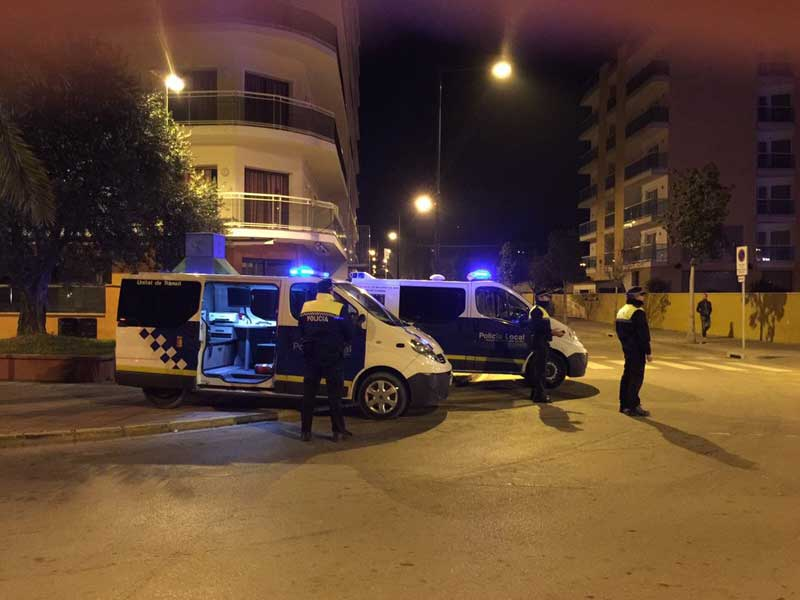 Agentes de la policía de Malgrat reforzando la seguridad nocturna