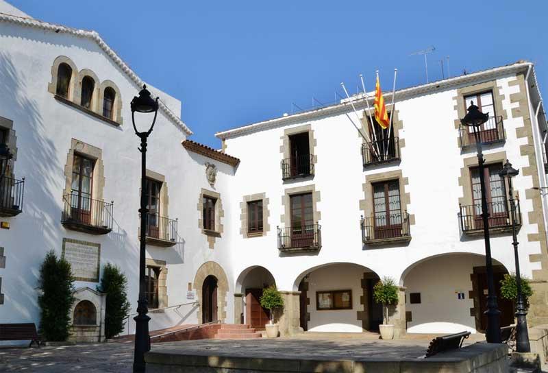 El Defensor del Pueblo preguntó al Ayuntamiento sobre la aplicación de la Ley de Banderas