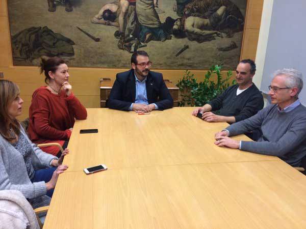 Imagen de la reunión entre los miembros de la SPAM y el Ayuntamiento