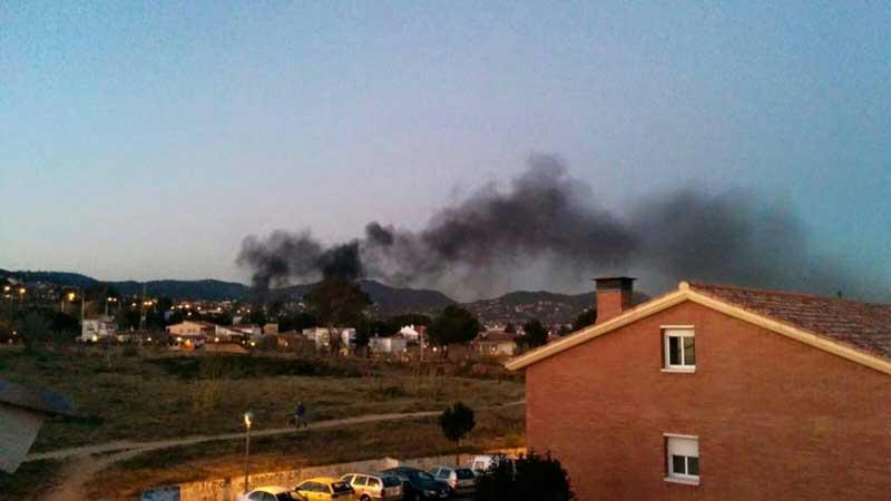 El incendio era visible desde diferentes puntos. Foto: Ajt de Premià de Dalt