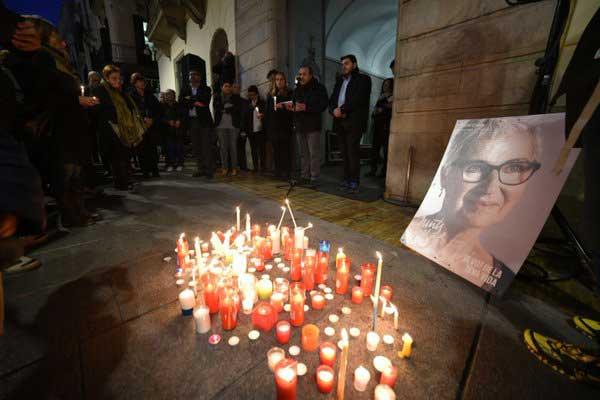 El homenaje a la dirigente de Junts pel Si desaparecida se realizó ante el Ayuntamiento