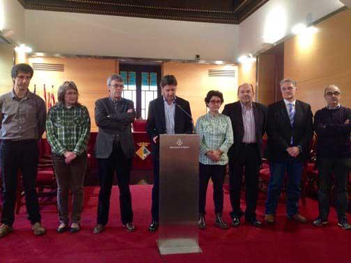 Todos los partidos apoyando al concejal de enseñanza de Mataró. Foto: Ajt de Mataró
