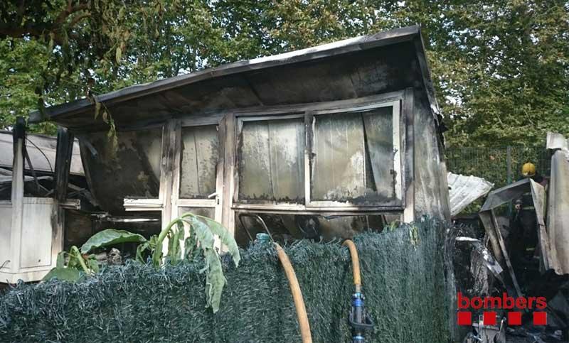 Uno de los bungalows que quedó afectado por el fuego