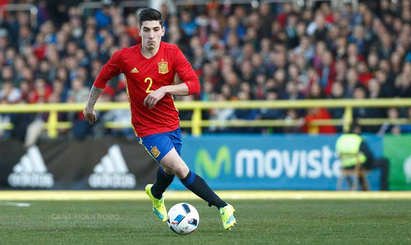Bellerín en un partido oficial con la selección española Sub 21