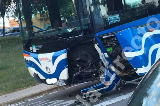Estado en que quedó el autobús. Foto: Cerdanyola Directo