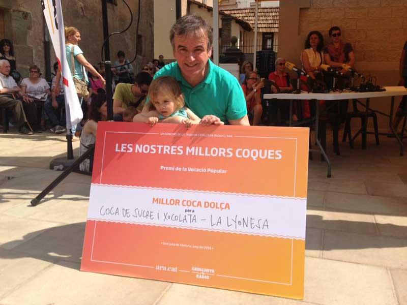 El propietario de la Lyonesa con su reconocimiento. Foto: La Lyonesa
