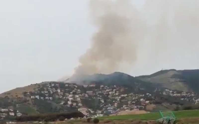 El incendio era visible desde larga distancia