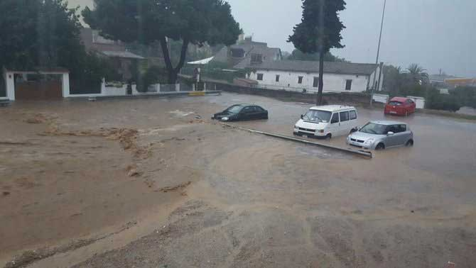 Coches afectados por el agua en Cabrils