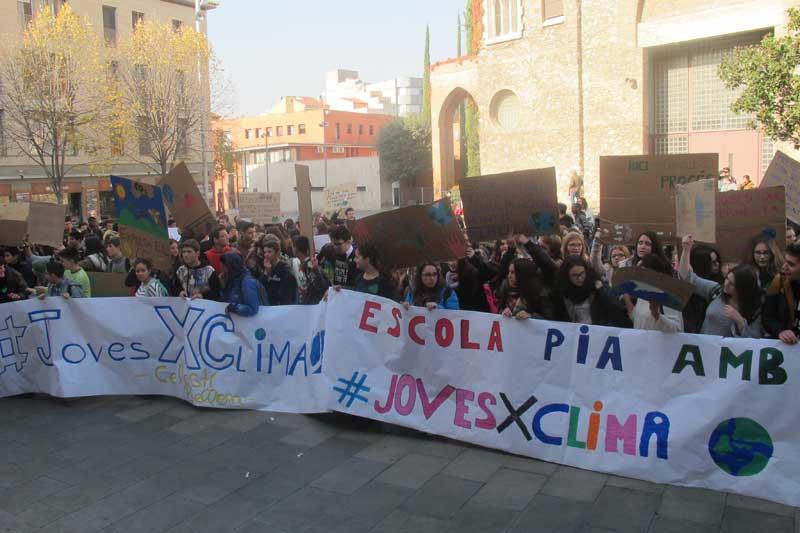 Los alumnos de los institutos se manifestaron contra el cambio climático
