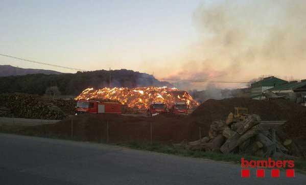 Este martes 13 unidades siguen trabajando en el incendio de Llinars