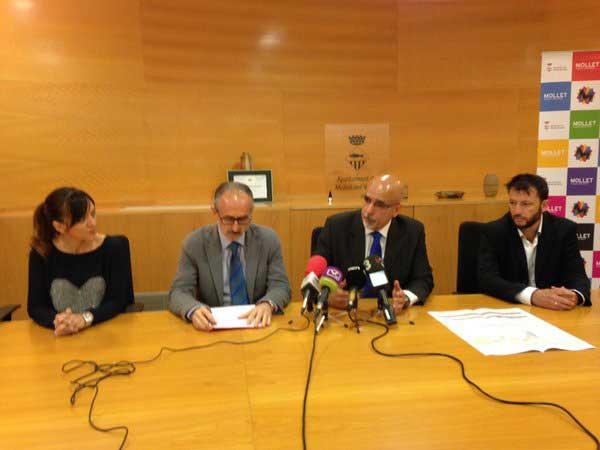 El director de Renfe Catalunya, Felix Martin y el alcalde Josep Monras presentan los proyectos de mejora de las dos estaciones. Foto: Ajt de Mollet