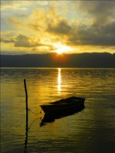 Amanecer en el lago de Coatepeque