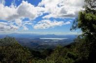 Vista hacia la lagunita de Metapán y el lago de Güija