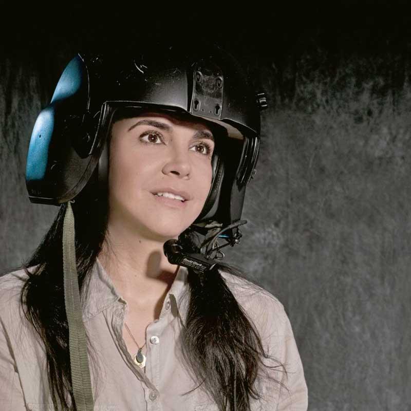Julieta Vélez, piloto colombiana en Afganistán