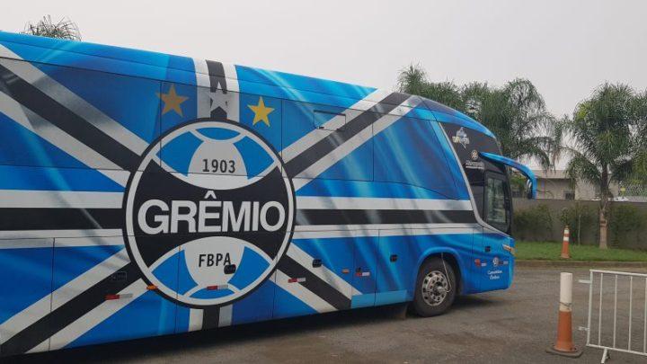 Grêmio chega de ônibus a Florianópolis