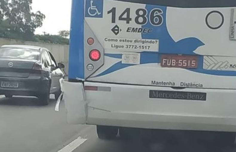 Em Campinas, ônibus circula com para-choque quebrado e colado com fita