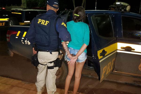 Mulher que viajava com Fuzil em ônibus acaba presa pela PRF na BR-230