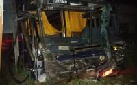 Acidente com ônibus na BR-101 deixa um morto e 15 feridos em Sergipe