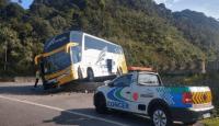 Ônibus de turismo sai da pista na BR-040