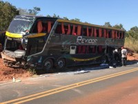 Ônibus tomba com 44 passageiros a bordo no Mato Grosso