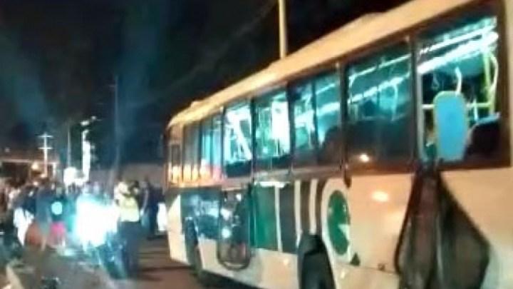 Acidente com ônibus na Avenida Brasil deixa 18 feridos no Rio