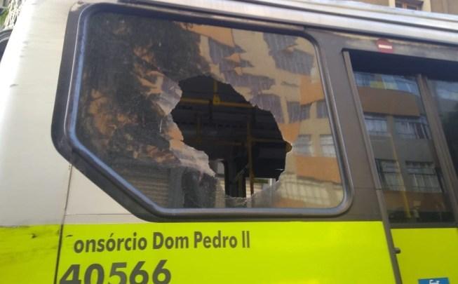 Jovens espancam motorista de ônibus em BH após recusar pagar a passagem