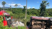 Estudantes ficam feridos após acidente entre ônibus e caminhão no Ceará
