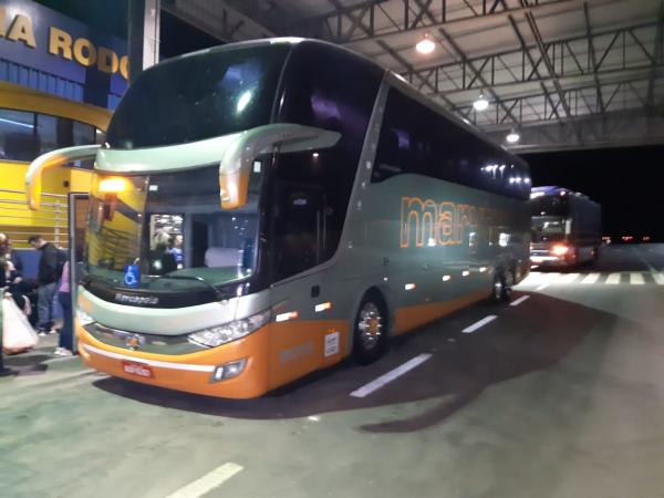 Assalto a três ônibus na BR-476 termina com dois feridos e 78 passageiros roubados