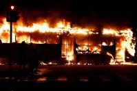 Ônibus da Viação Mauá é incendiado em protesto no Centro do Rio