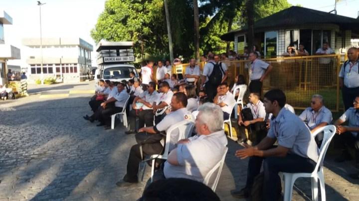 Rodoviários de Maceió atrasam saída de ônibus nesta manhã