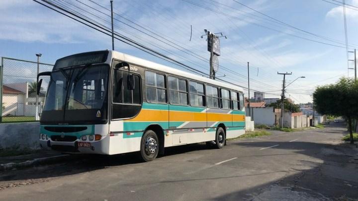 Criminosos fazem arrastão em ônibus com trabalhadores no Ceará