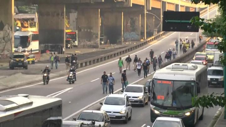 Ônibus circulam normalmente no Rio de Janeiro, pela manhã protesto com bomba chamou atenção