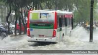 Chuva no Recife alagou ruas e complicou a circulação de ônibus
