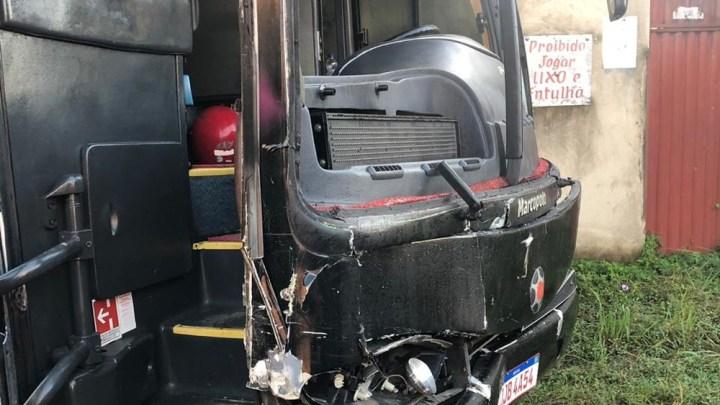 Ônibus do cantor Sinho Ferrary sofre acidente na Bahia