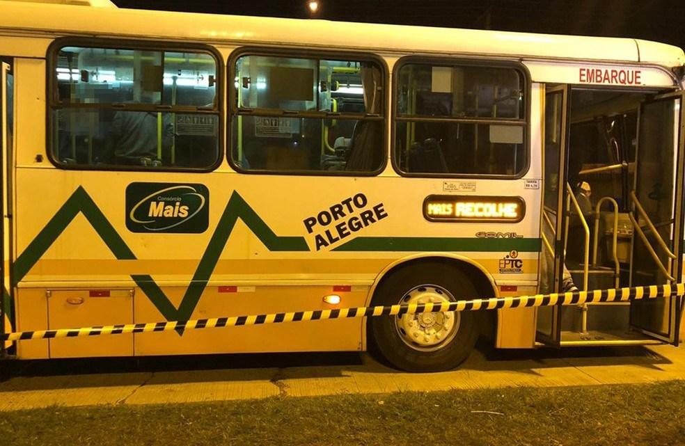 Bandido é morto em tentativa de assalto a ônibus em Porto Alegre