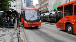 Operação em Curitiba flagra 26 pessoas dando calote em ônibus