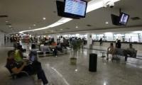 Rodoviária do Rio tem movimento intenso de passageiros neste domingo