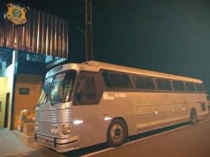 PRF prende ônibus pirata na BR-316 em Caxias/MA