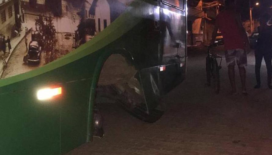 Roda de ônibus se solta no interior de Minas Gerais