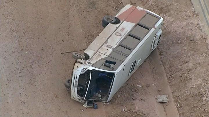 Micro-ônibus tomba na BR-381 deixando 12 feridos em Minas Gerais
