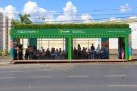 Prefeitura de Cuiabá instala pontos de ônibus feito com contêineres