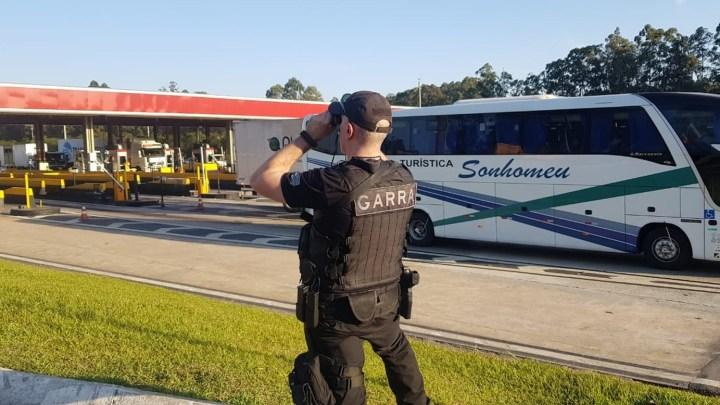 ANTT apreende ônibus rodoviário pirata na Rodovia Anhanguera em São Paulo