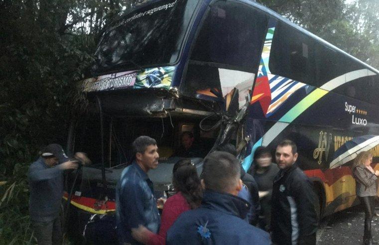 SC: Acidente entre ônibus e caminhão no interior deixa feridos