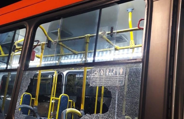 Ônibus biarticulado acaba  depredado em Curitiba após jogo