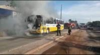 Ônibus pega fogo em Belém