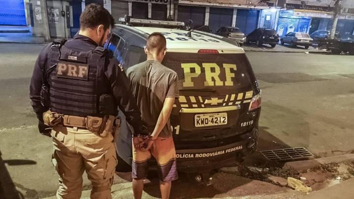 PRF prende bandido que assaltava ônibus na BR-040 no Rio de Janeiro